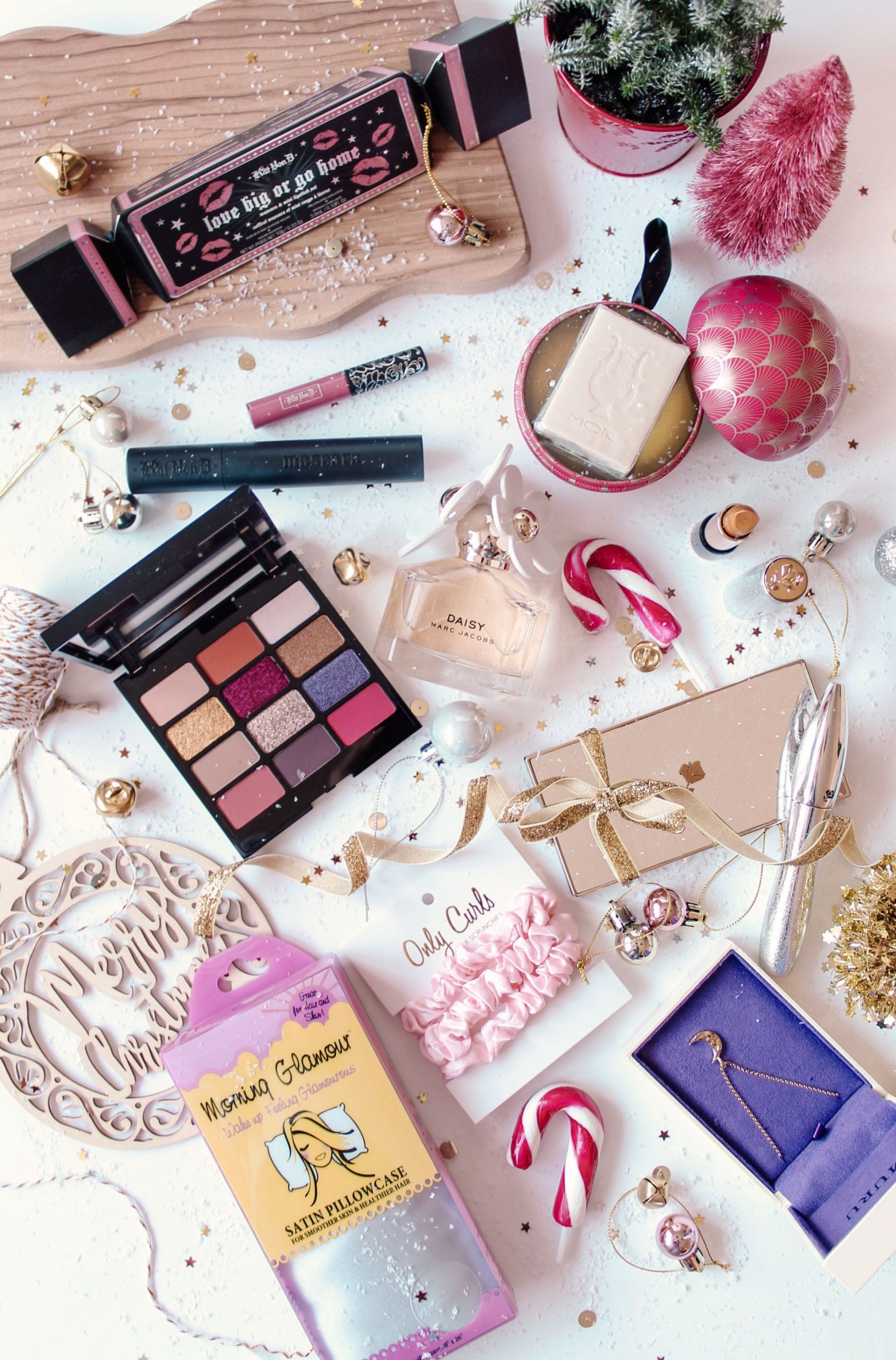 beauty, christmas, gift guide, flatlay,