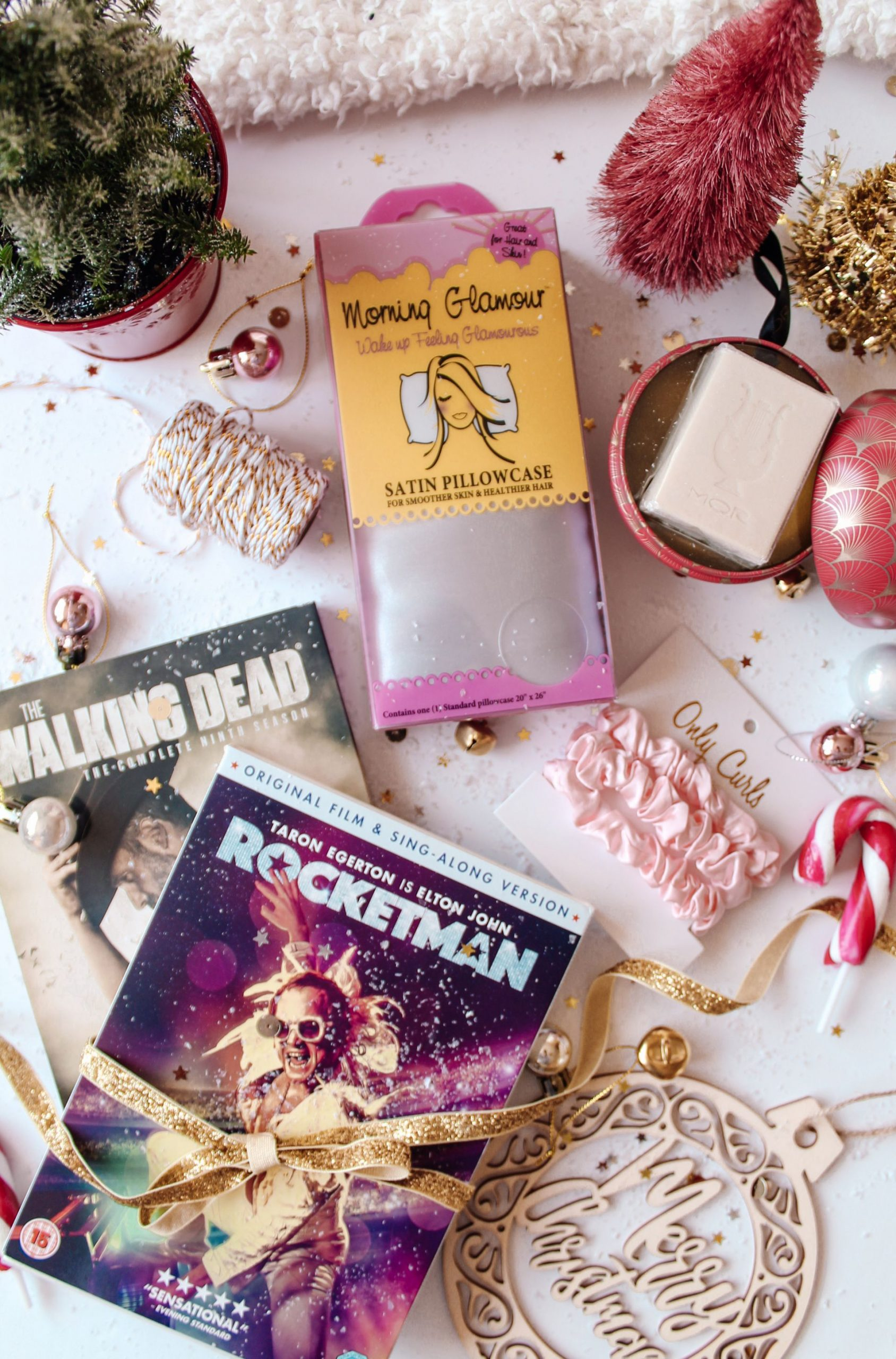 christmas, gift guide, flatlay,