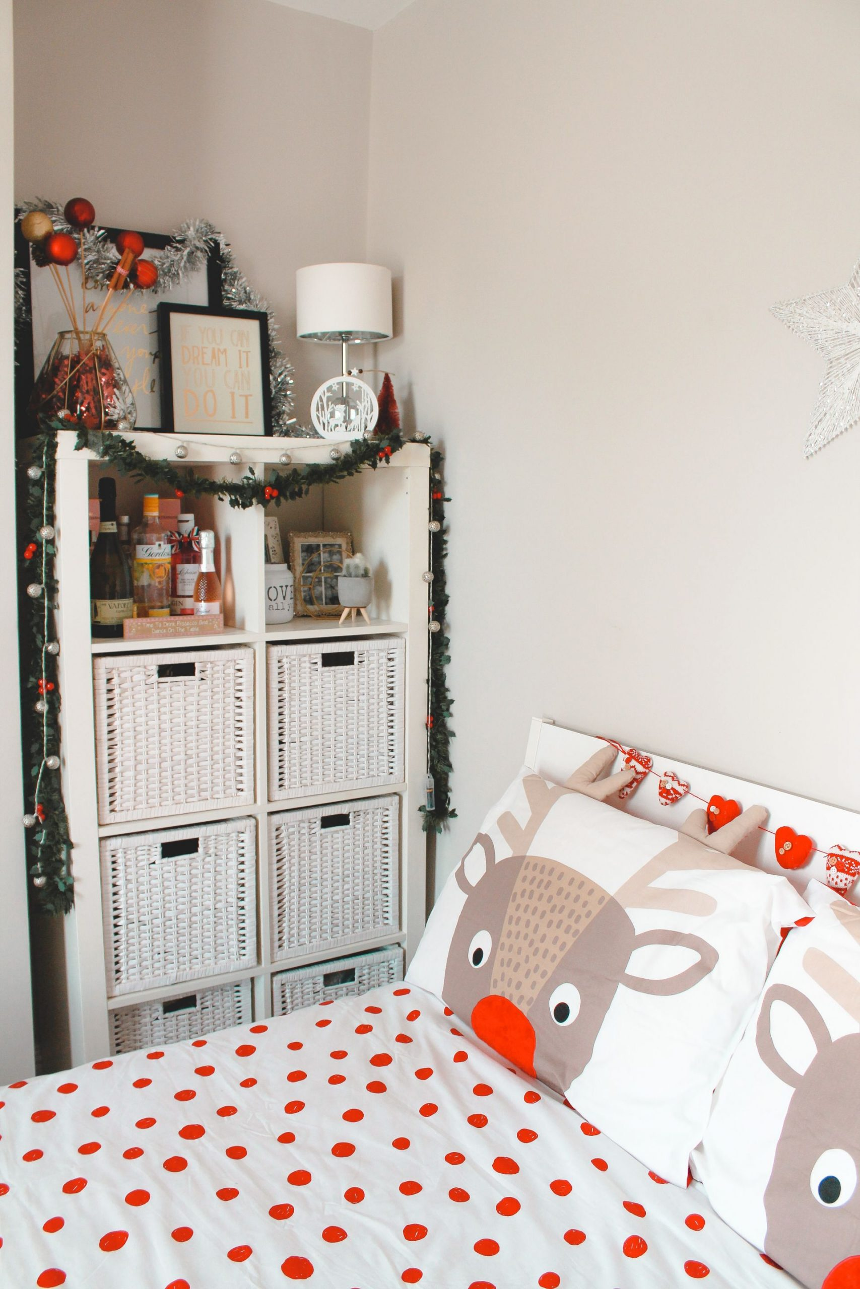 decorating for christmas on a budget, christmas bedding,